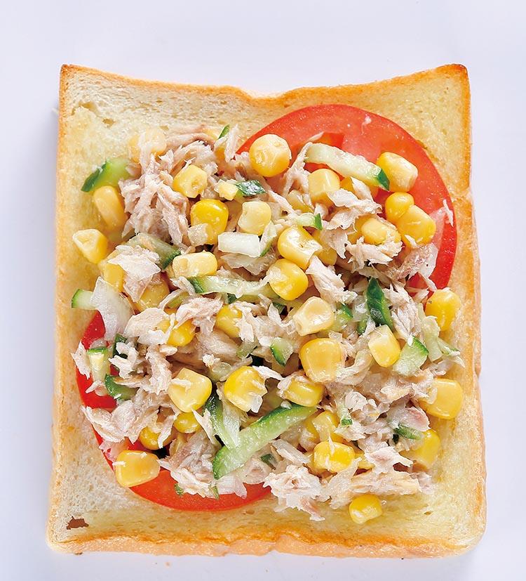 穿越玉米地,土豆玉米浓汤,玉米鲔鱼土司